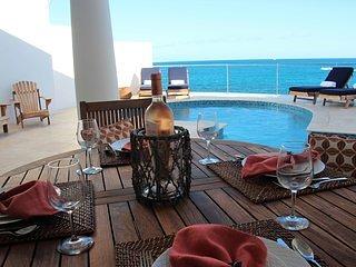 Piscina privata e veranda