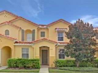 Beautiful resort townhome minutes from Disney