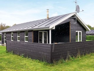 Aalborg Holiday Home Sleeps 6 with Pool and WiFi - 5082859
