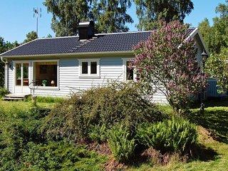 Svanesund Holiday Home Sleeps 5 with WiFi - 5389092