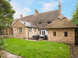 Stone Walls Cottage - Pretty thatched cottage, Sleeping 6, full of character and
