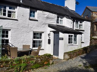 Traditional Pet Friendly 18th Century Cornish Holiday Cottage