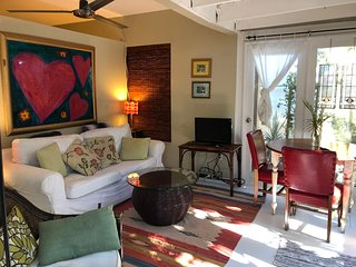 Romantic Cottage In The East Grove-Miami - Near all - Steps to Marina