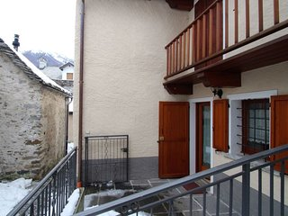 1 bedroom Apartment with Walk to Shops - 5035529