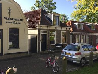 Dutch family house in Edam (20 min to Amsterdam) One minute from the bus station