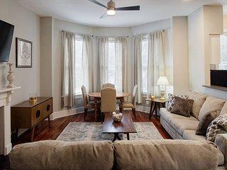 414B Waldburg st · 2 Bedroom Oasis near Forsyth Park