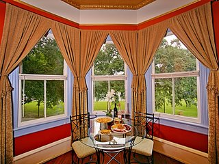 Forsyth Park 2 Bedroom Beauty