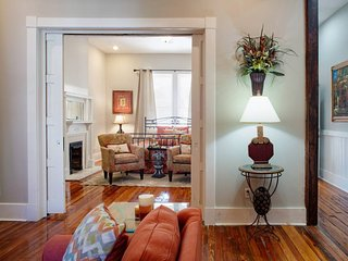 416A Waldburg st · Newly Renovated 1920's Historic District Apt