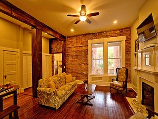 418 Waldburg A . Elegant Brick 2 Bedroom in downtown Savannah