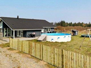 Bratbjerg Holiday Home Sleeps 8 with Pool and WiFi - 5042903