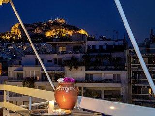 EKAVI Suite Top floor in Exarchia Square 11 guests