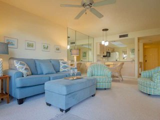 Park Shore Resort- West of 41, 1.25 miles to beach, fabulous location! Jan.open-