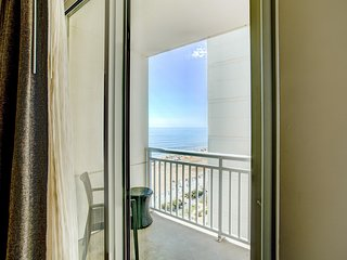 Stylish Suite near Beach w/ WiFi, Jetted Tub, Resort Game Room & Resort Pools