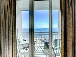 Modern Ocean Front Suite w/ Private Balcony, Free WiFi & Resort Game Room