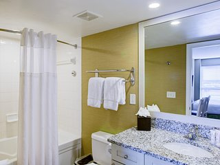 Stylish Suite near Beach w/ Free WiFi & Indoor and Outdoor Resort Pools