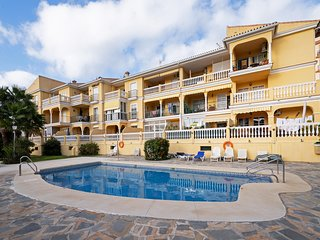 El Faro - Modern 2BR Apartment with Big Terrace, 10 mins Walk to the Beach