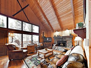 Beautiful Hilltop Cabin w/ Mountain-View Hot Tub & Balcony, 2 Miles to Skiing
