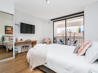 Charming Central 405 -renovated balcony lift
