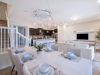 ★ FRESH LIFE TOWNHOME 5BEDRM/4.5 BATH / WIFI / PRIVATE POOL / AT SOLTERRA RE