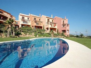 LUXURY 3 BED 3 BATH DUPLEX APT. 5 MINS WALK TO BEACH. POOL. NR PUERTO DUQUESA.