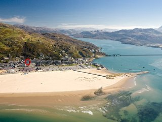 Minutes from beach, 1 Glan Y Werydd House, Spacious Accommodation in Barmouth