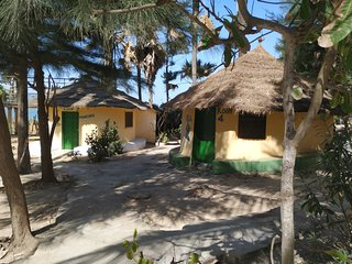 Original African 3Roundhouse 25 m. from Atlantic,s most beautiful beach