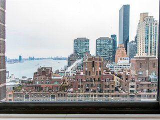 21F-SUTTON PLACE-LUXURY 1 BR-DOORMAN-GYM