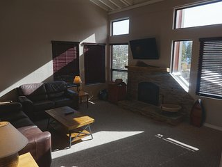Spacious 3 Bedroom Condo with Loft! Free Village Gondola Ride! Great For