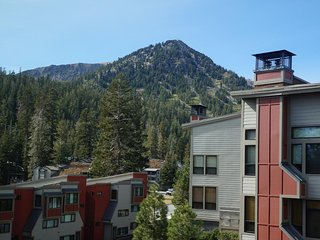 Comfortable Condo Slopeside at Mammoth. Quiet Neighborhood on Hill (Unit 634 at