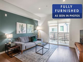 New 2BR walkable to Larchmont Village. Close to Hollywood, Mid-Wilshire