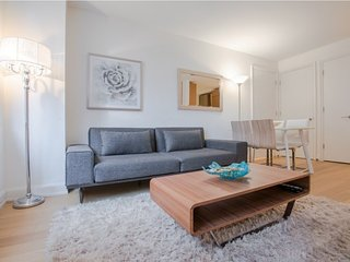 613-UES-LUXURY 2BR-2BA APT-DOORMAN-GYM!