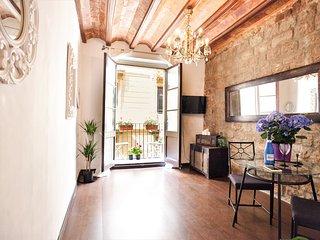 Apartment with two interior bedrooms near to La Rambla!