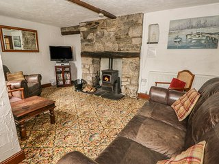 OLD BANK HOUSE, large detached house, woodburners, pet friendly, in Cark in