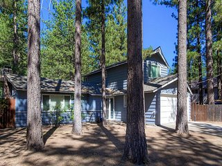 Cozy Home Just Blocks Away from the Lake w/ Private Hot Tub and Backyard
