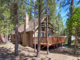 Adorable Cabin w/ 2 Decks & Just Minutes Drive to the Beach and Restaurants
