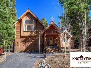 Knotty Pine Retreat - House