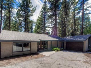 Cozy Home 1 Block form Lake w/ Private Hot Tub on Deck, WiFi and More!