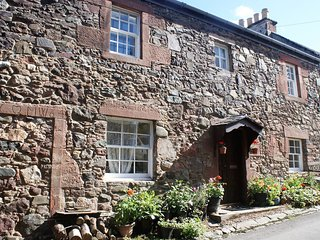 Rowanberry Holidays - Charming Cottage, Perfect Location, 2 Bedr, Sleeps 4