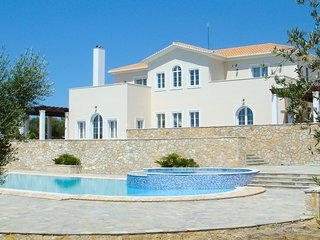 4 bedroom Villa with Pool and WiFi - 5770955