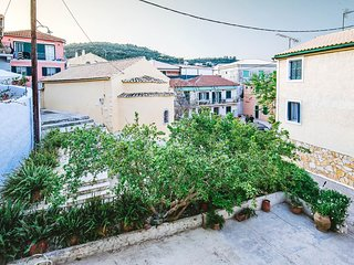 Rena Apartment - Centrally located, fully renovated apartment in Gaios Town