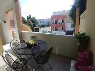 2 bedroom Villa with WiFi and Walk to Beach & Shops - 5771510