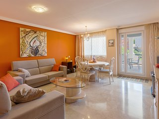 Apartment with magnificent sea views, garden, 3 swimming pools and gimnase.