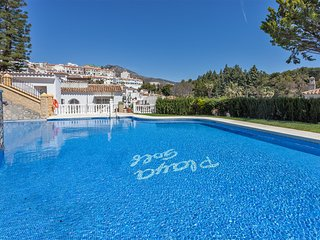 Terraced house sea view in an Andalusian village atmosphere facing golf