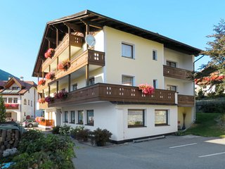 3 bedroom Apartment with WiFi and Walk to Shops - 5771799