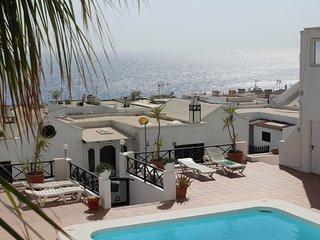 apartamento amplio con vistas al mar y piscina