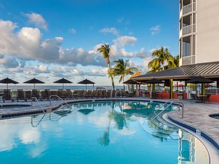 BEACH ESCAPE, 3 NICE 1BR SUITES WITH GULF VIEW, POOL!