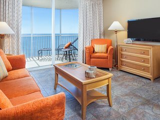 Beach Vacay Starts Here! Comfy 1BR Family Suite, Balcony with Pool and Gulf View