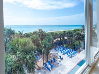Oceanfront 1 BR Queen Suite, Private Beach, Pool