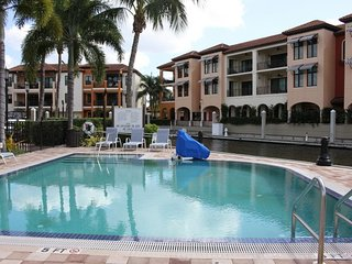 HUGE 1700sf 2BR/2BA APARTMENT, 5 POOLS, TENNIS, MARINA