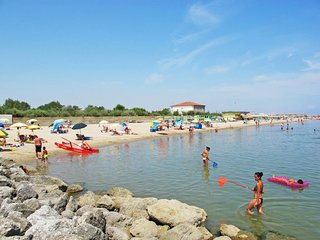 Lido DI Dante Holiday Home Sleeps 5 with Pool and Air Con - 5656343